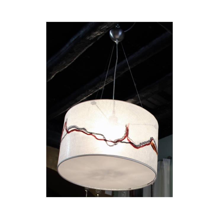 Lampada da soffitto 225: Soggiorno in stile  di Elena Kihlman