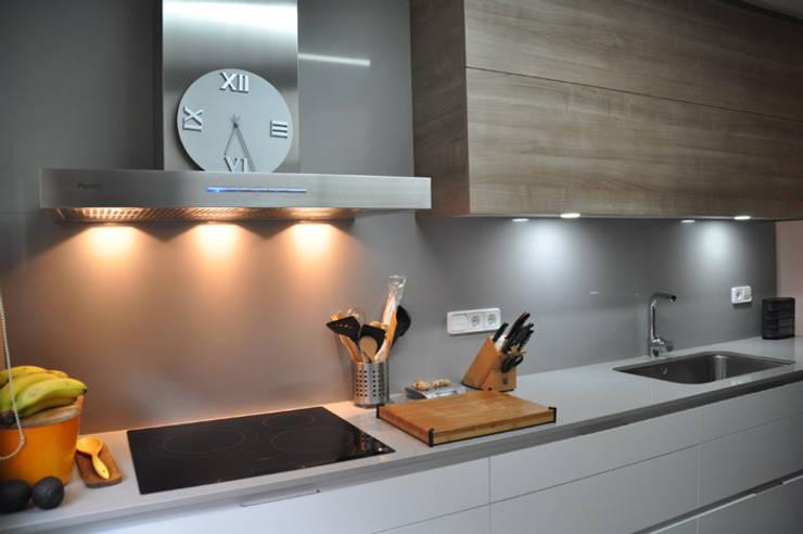 COCINA EN EL MASNOU: Cocinas de estilo  de VETZARA 3 S.L.
