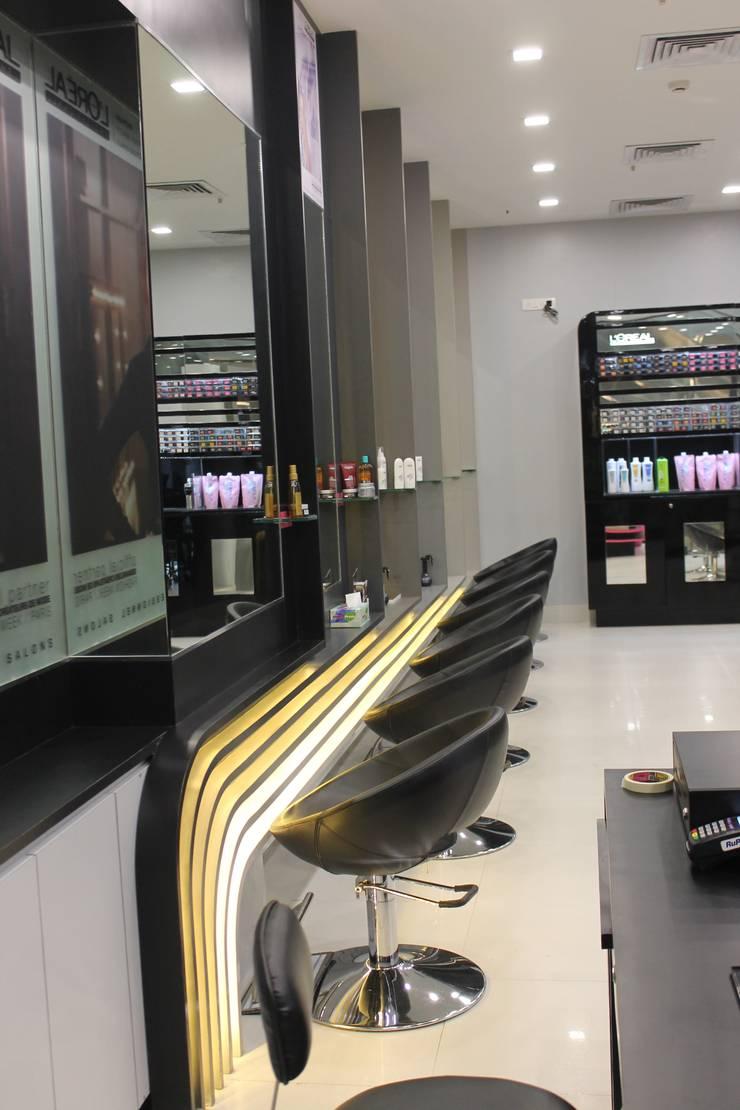 ENVI salon:  Commercial Spaces by The blue Lane Designs