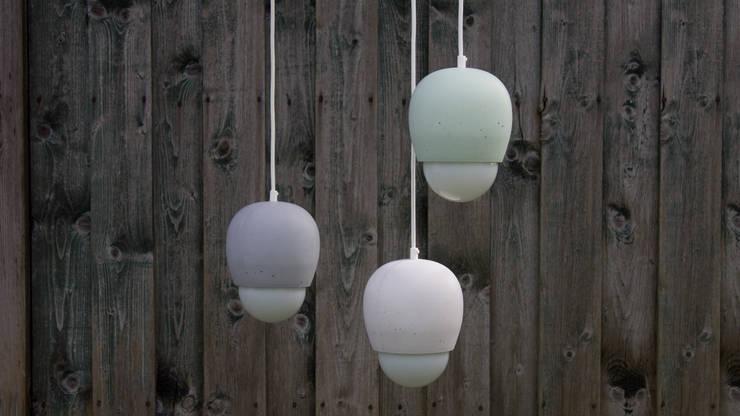 Cupula Pendelleuchte:  Wohnzimmer von zweigespann – Atelier für Gestaltung