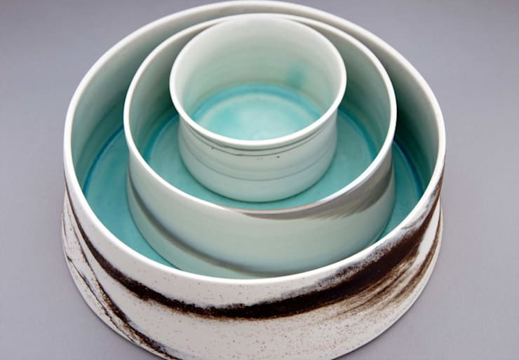 Plats en porcelaine: Cuisine de style  par isabelle nadeau