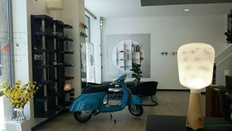 Afillia _ Milano:  in stile  di .exnovo, Moderno
