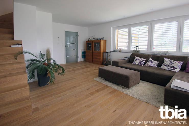 Wohnzimmer:  Wohnzimmer von tbia - Thomas Bieber InnenArchitekten