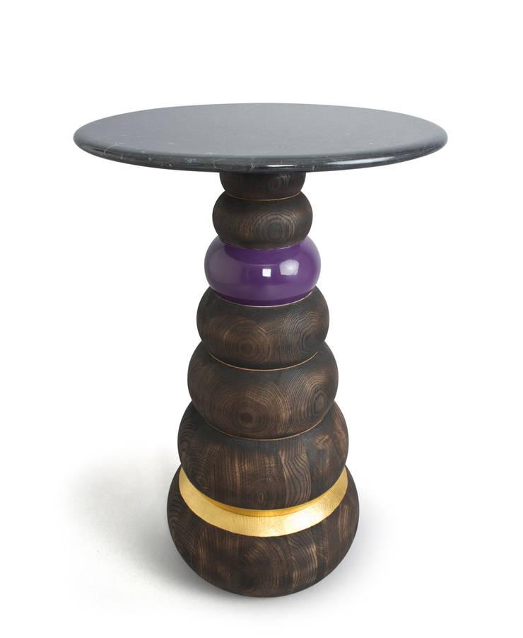 Bhodi table:  Living room by Barnard interiors Ltd