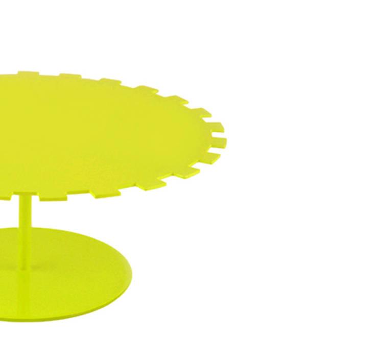 Petit Cakestand: Cucina in stile  di MR.LESS & MRS.MORE