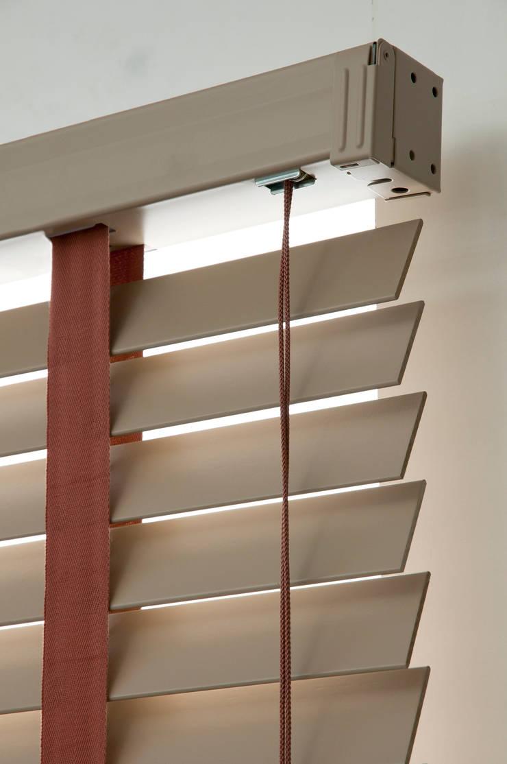 Stores vénitiens: Fenêtres & Portes de style  par Stores Cube