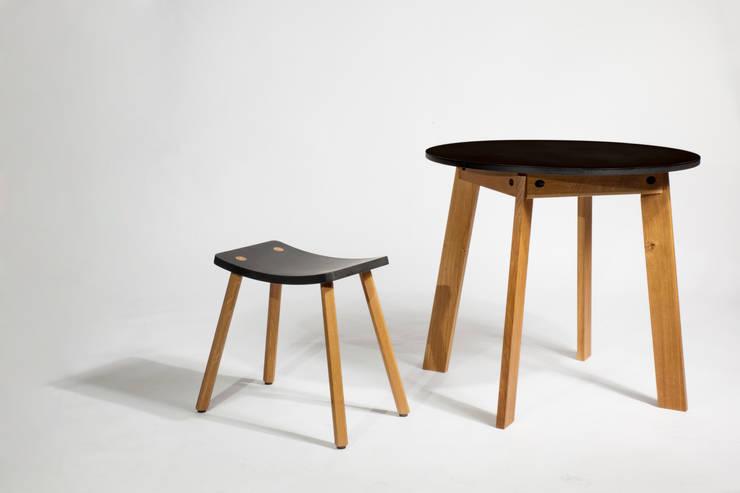 Tisch Angus:   von Pozsgai ,Minimalistisch