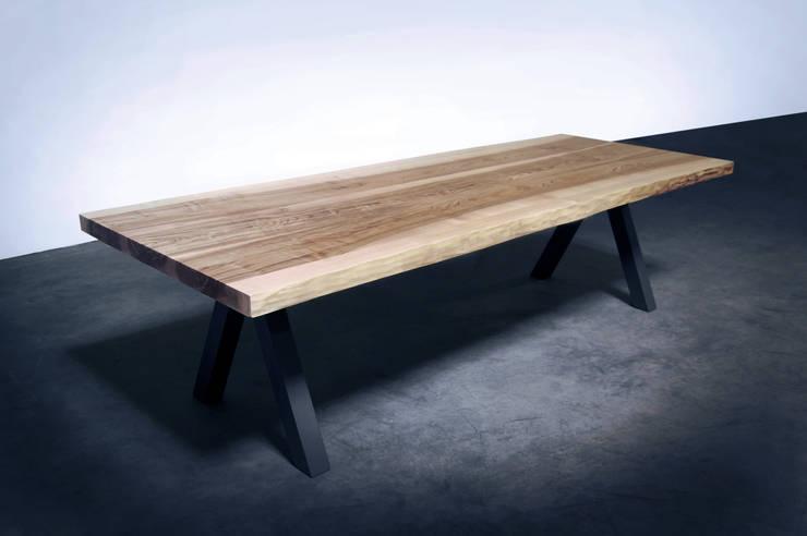 TABLE AUBIER: Salle à manger de style  par ARTMETA