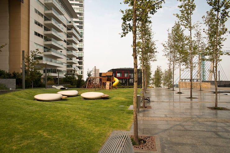 Jardins modernos por Serrano Monjaraz Arquitectos