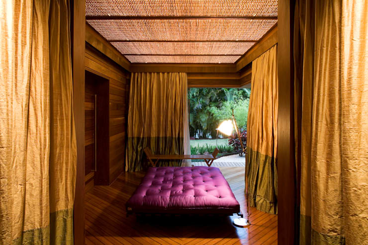 tropical Bedroom by Mareines+Patalano Arquitetura