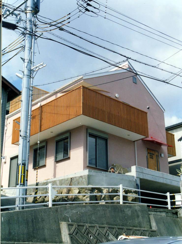 瀬戸内海に向いた外観: フォーチュン建築設計株式会社が手掛けた家です。