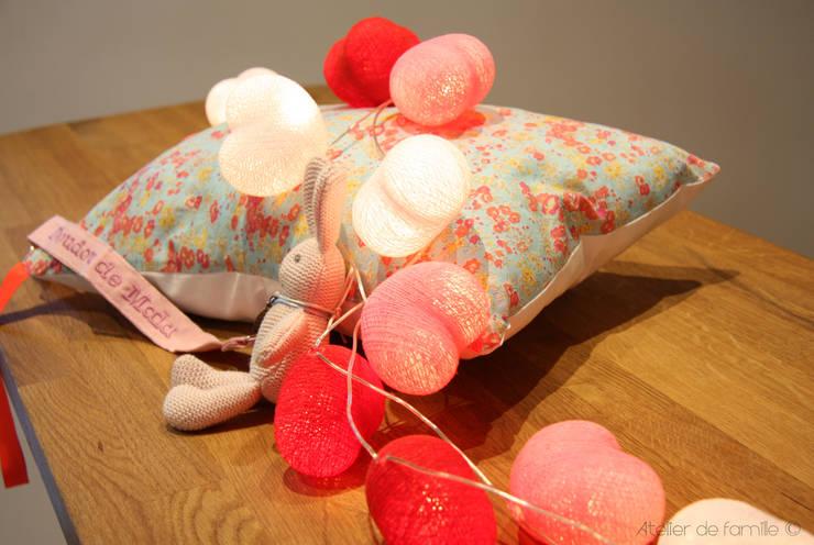Guirlande lumineuse petits coeurs en coffret cadeau:  de style  par Atelier de Famille