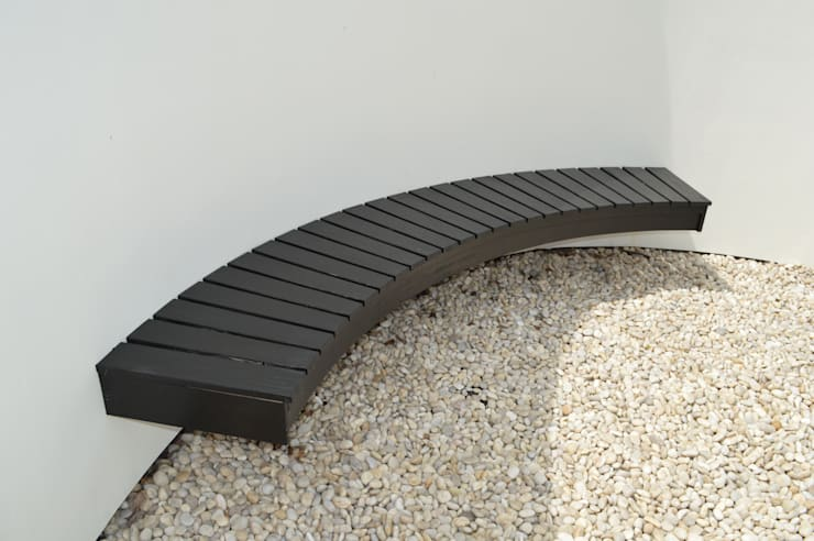 Suspended Wall Seat in Japanese Style Garden:  Garden by Unique Landscapes,