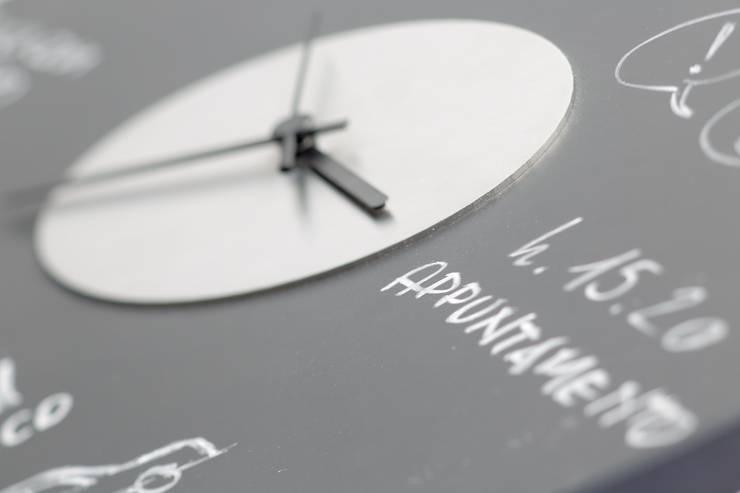 Keep the time: Pareti & Pavimenti in stile  di Punto Soave