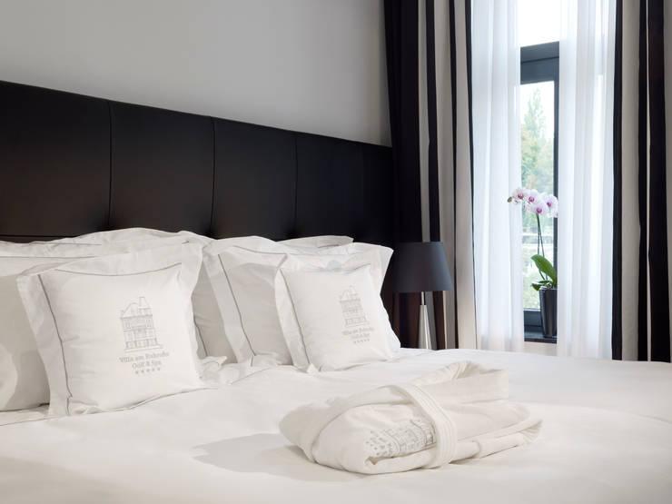 Small Leading Hotel Villa am Ruhrufer:  Schlafzimmer von M-Moebeldesign - Interior by BOCK