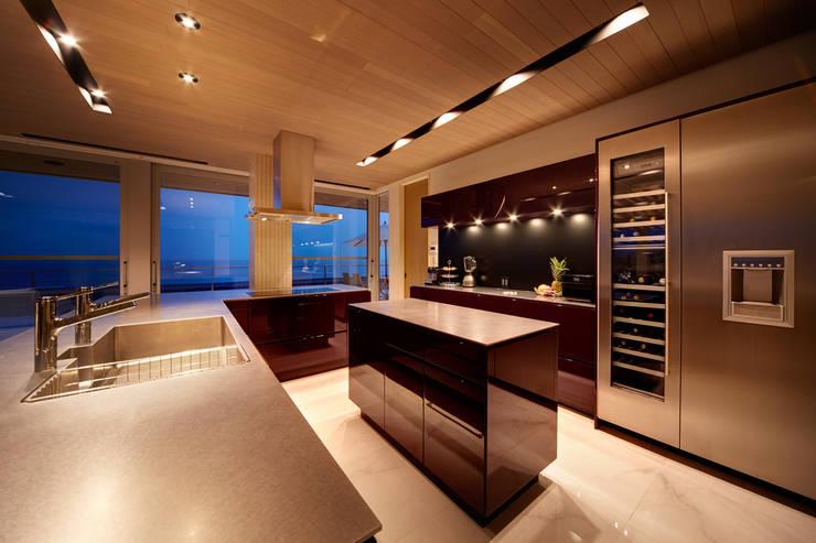 煙樹の家・K邸: 株式会社スタジオパートスリー が手掛けたキッチンです。