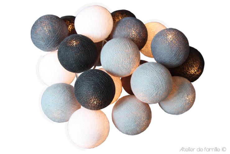 Guirlande lumineuse dégradé de gris en coffret cadeau:  de style  par Atelier de Famille