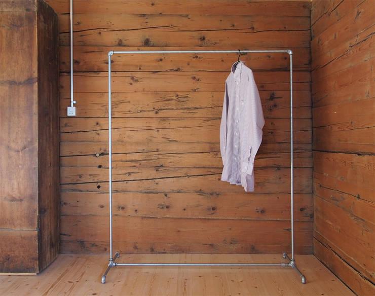 Kleiderständer:  Schlafzimmer von Haus Riein