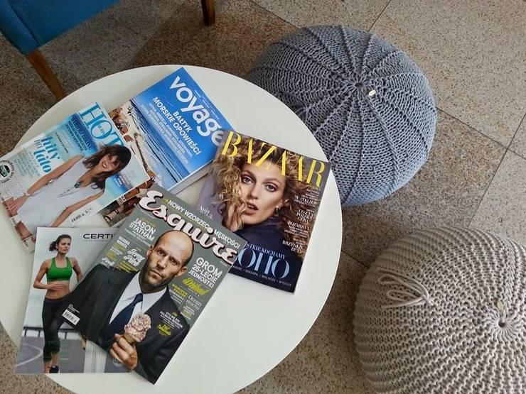 Czekanie też jest u nas przyjemne!: styl , w kategorii Przestrzenie biurowe i magazynowe zaprojektowany przez KNITTING FACTORY