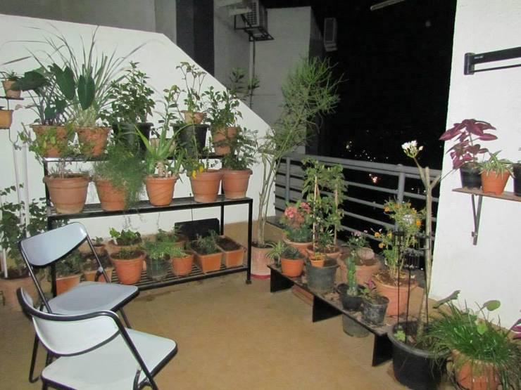 balconie:  Balconies, verandas & terraces  by ajinkyainteriors