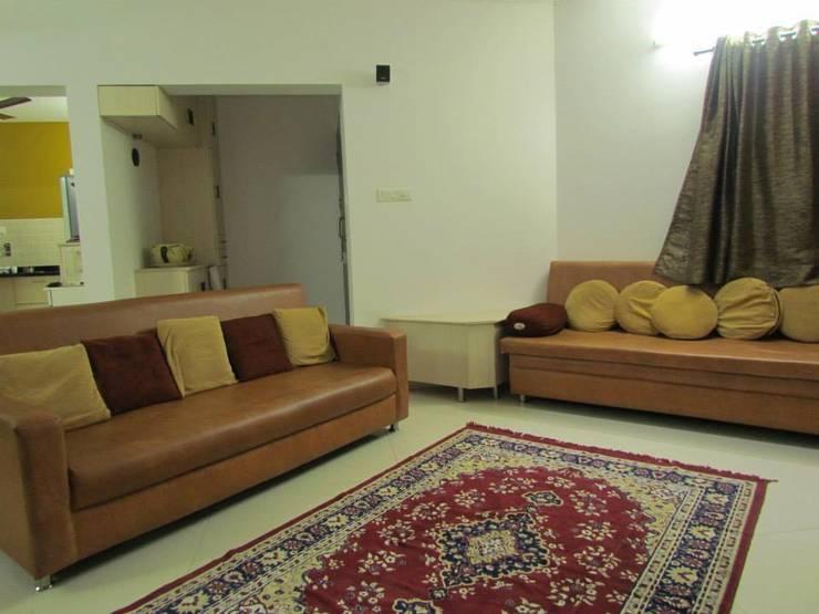 living rooms:  Living room by ajinkyainteriors,Modern