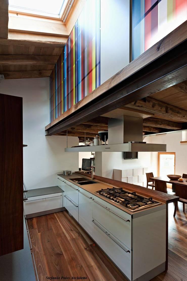 Rustico ( Polcenigo PN ): Cucina in stile  di GRAPHOS_DS,