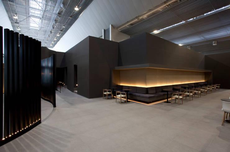 Moderne Flughäfen von Leticia Nobell Arquitetos Modern