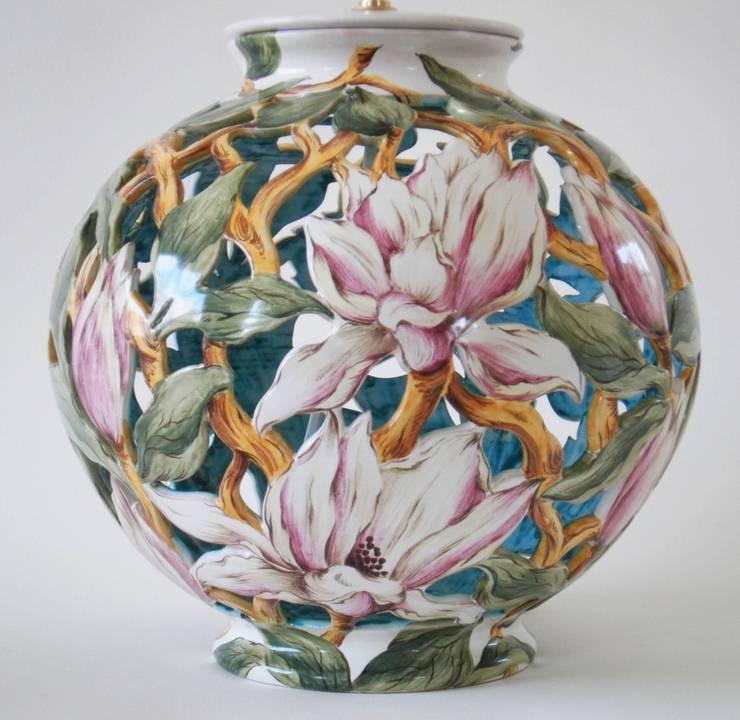 Pied de lampe ajouré Magnolias:  de style  par Faïenceries d'Art de Malicorne