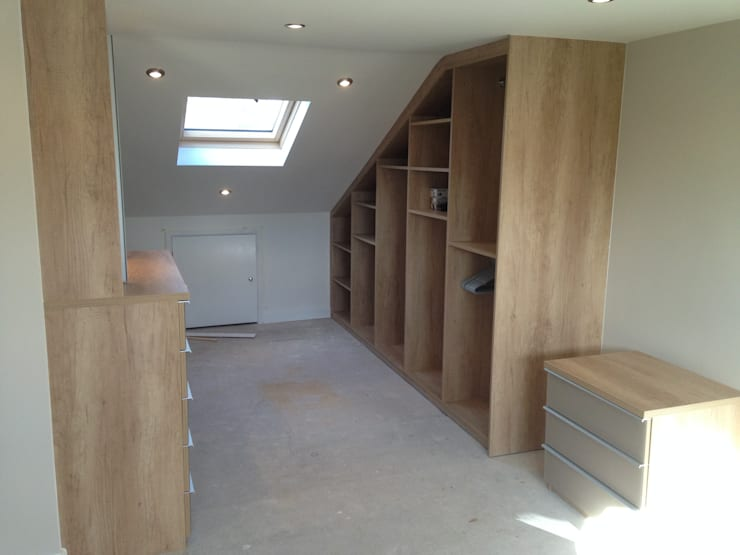 Loft fitted wardrobes with glass and mirror doors:  Bedroom by Sliding Wardrobes World Ltd