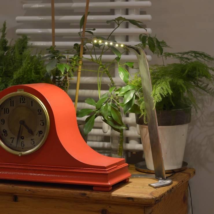 Lampe Curviligne: Salon de style  par Pierre Sans Paul