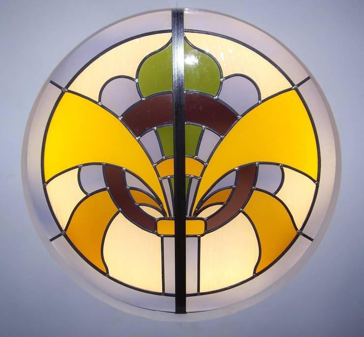Plafond lumineux en vitrail et vitrail cuisine: Maison de style  par Atelier VFP