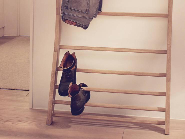 JYM Basic 75 im Wohnzimmer:  Haushalt von studio novo | HOME