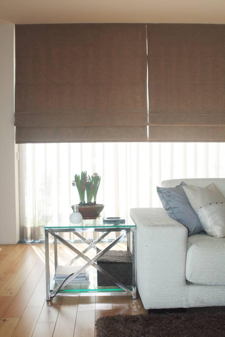 SALA - ALFRAGIDE: Salas de estar  por Stoc Casa Interiores