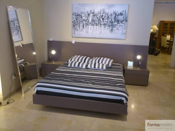 ESCAPARATE JULIO-AGOSTO 2015: Dormitorios de estilo moderno de FORMA MOBLES