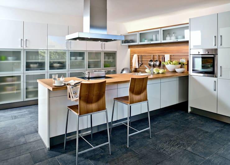 Cocinas de estilo moderno por Kiveda Deutschland GmbH