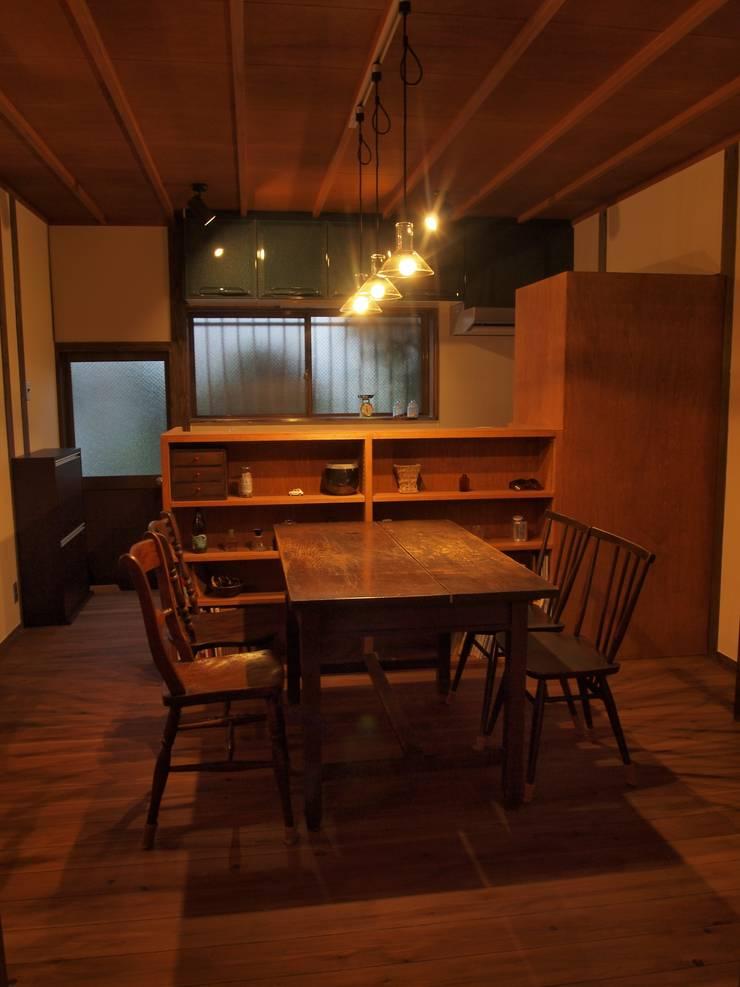 夜のダイニングキッチン2: SKY Lab 関谷建築研究所が手掛けたクラシックです。,クラシック