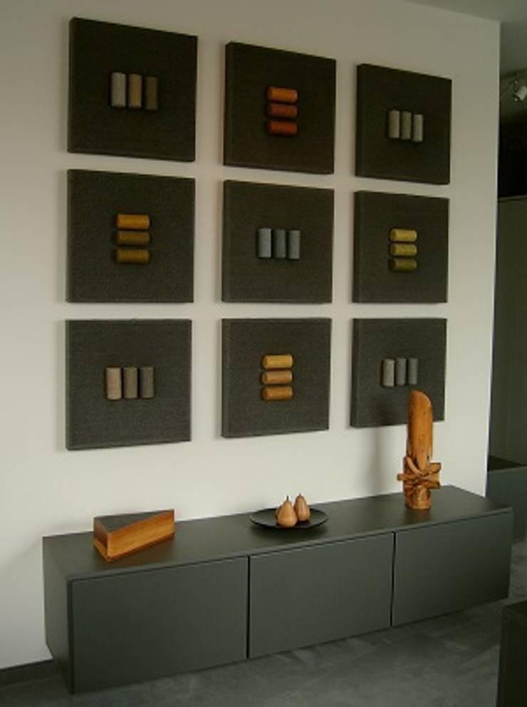 Lowbard mit drei Türen: moderne Schlafzimmer von deinSchrank.de GmbH