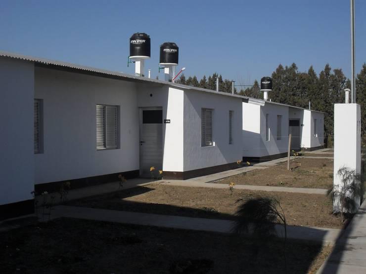 VIVIENDAS EN CHABAS: Casas de estilo moderno por Dirección General de Vivienda y Urbanismo