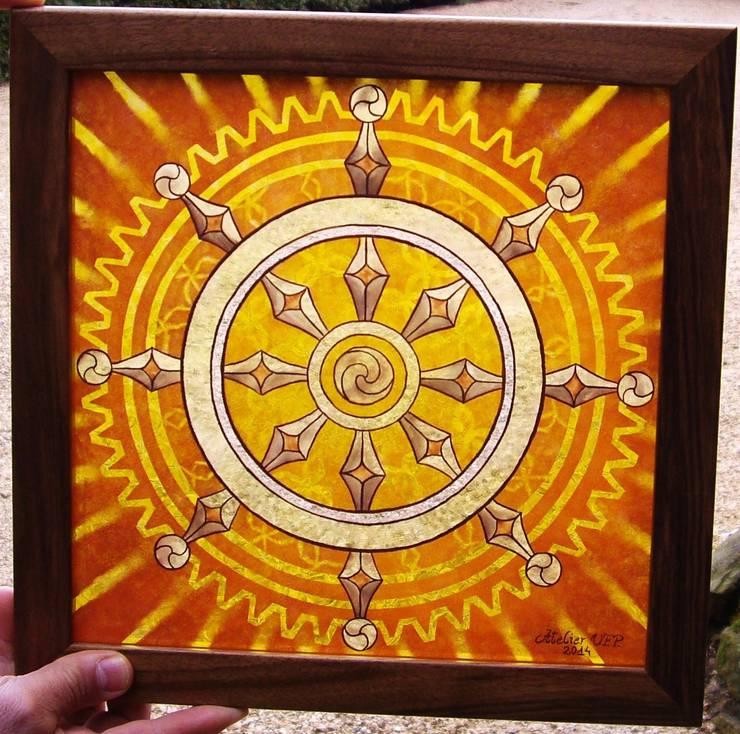 Dharmachakra en grisaille et jaune d'argent: Art de style  par Atelier VFP
