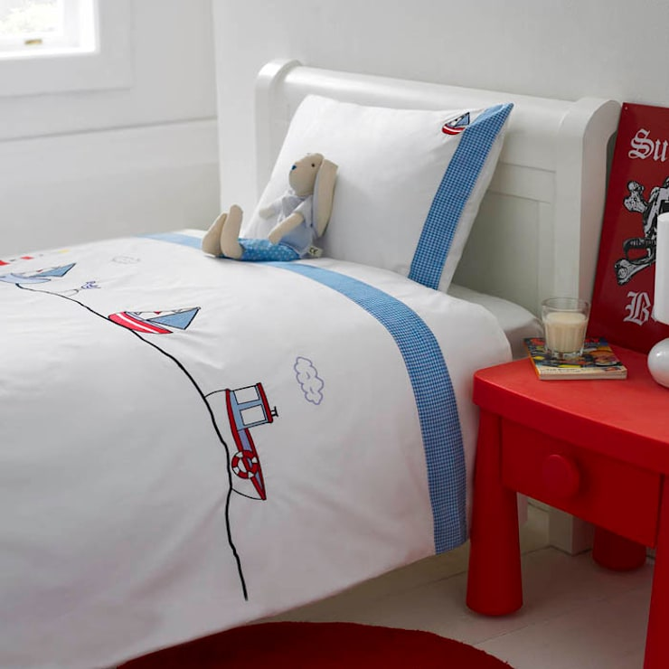 Camera da letto in stile in stile Moderno di King of Cotton