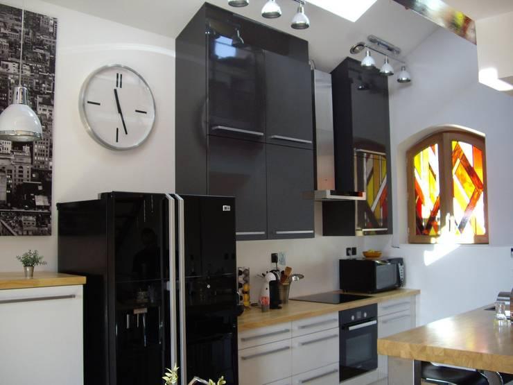 Vitrail dans cuisine: Maison de style  par Atelier VFP