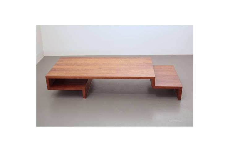 Couchtisch aus Birnbaumholz: modern  von Möbeldesign,Modern