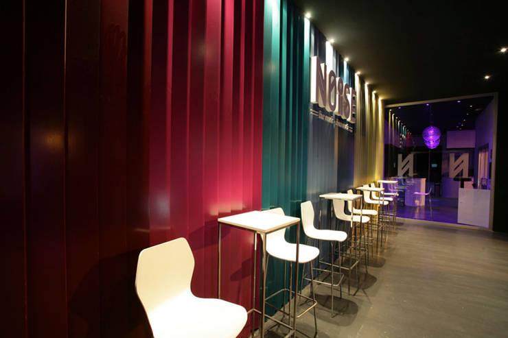 Discoteca Noise: Salones de estilo  de Conca y Marzal