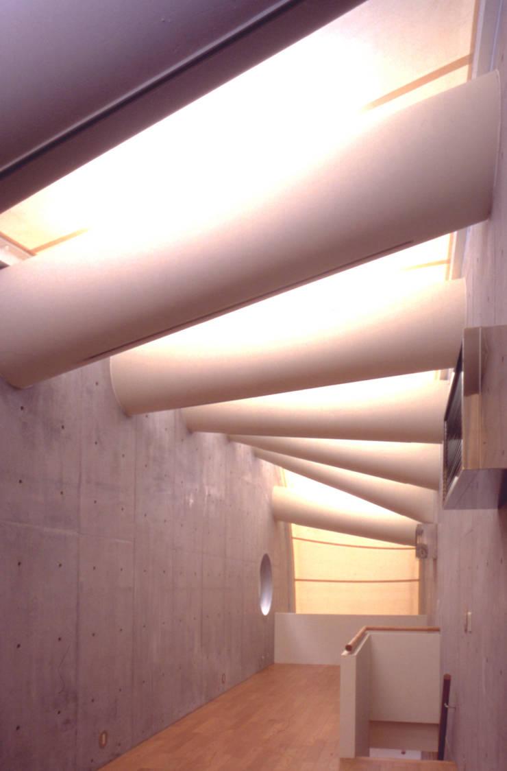 3階: F.O.B Associationが手掛けた現代のです。,モダン