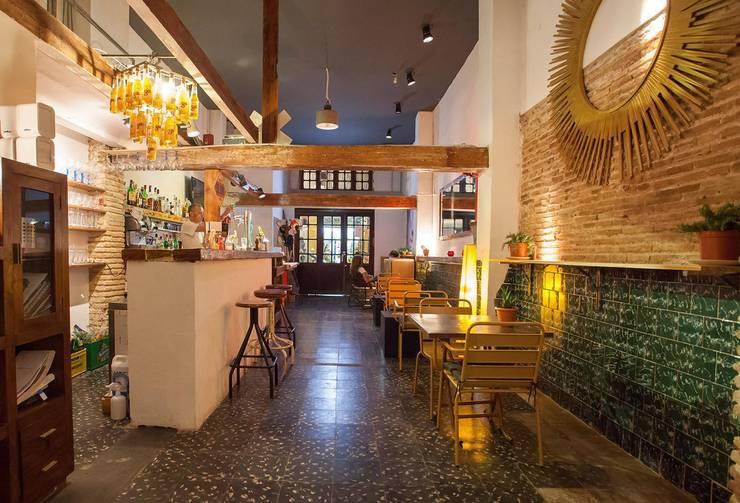 Bar Fustería:  de estilo  de Conca y Marzal