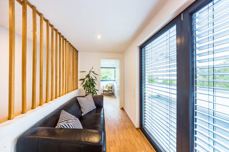 Projekty,  Salon zaprojektowane przez Helwig Haus und Raum Planungs GmbH