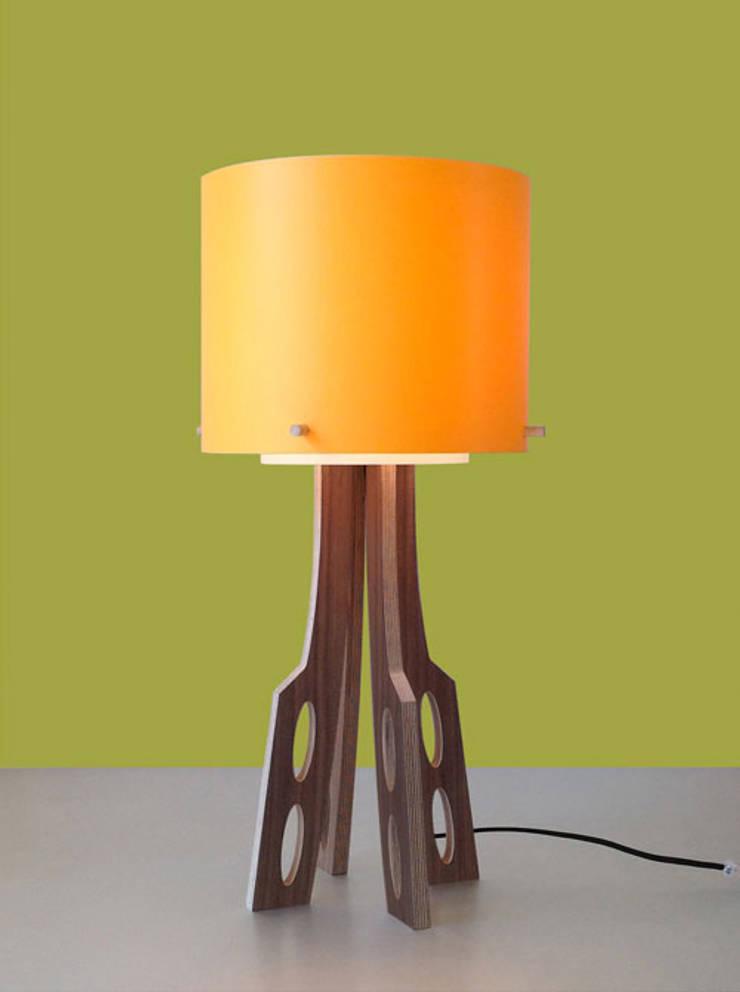 Lampe Living: Maison de style  par Pierre DELTOMBE
