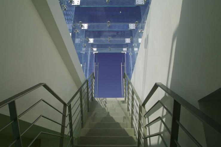 Flur & Diele von ARCO Arquitectura Contemporánea