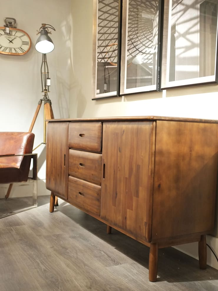 Mid Century Style Walnut Sideboard:  Living room by Cambrewood