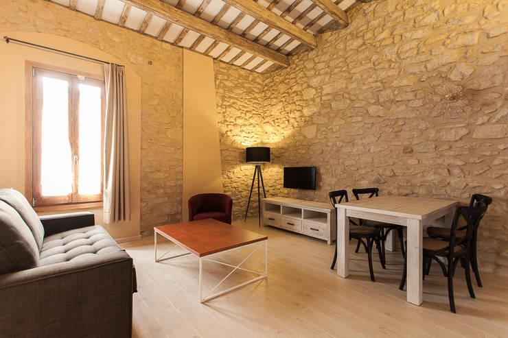 Port Lligat 5: Hoteles de estilo  de Gramil Interiorismo II